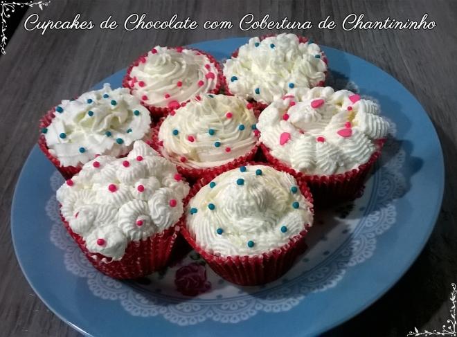 cupcakes de chocolate com chantininho